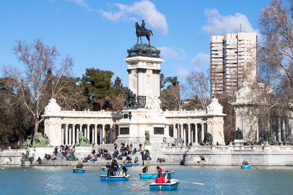 Madrid - Parc du Retiro et la statue d'Alfonso XII